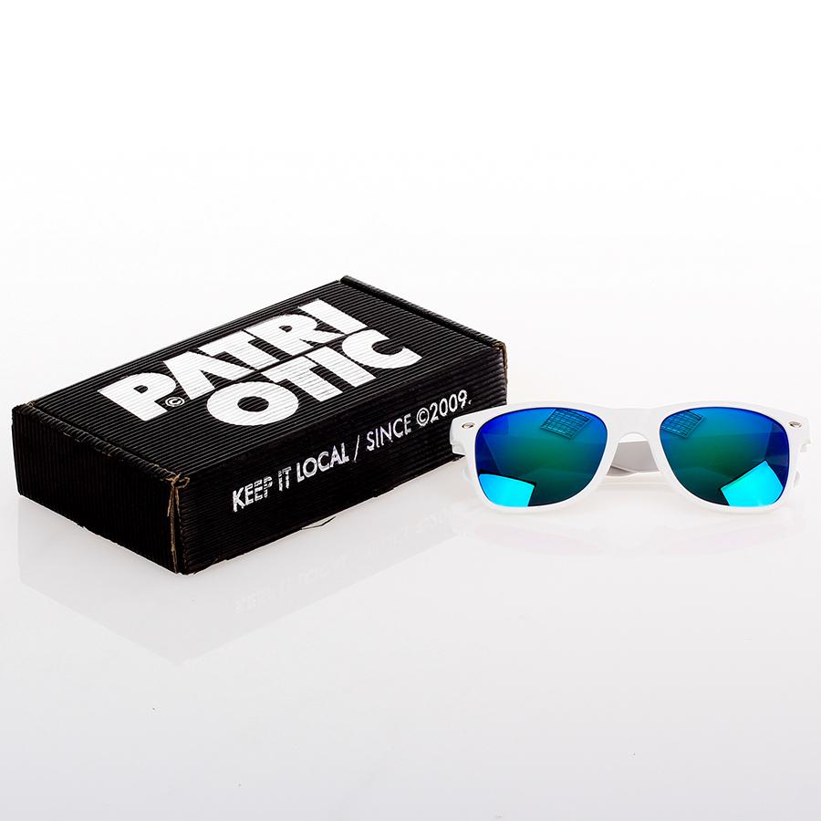cf35b905e344c7 Patriotic - Classic Mat Okulary kolor biały z zielono-niebieskimi ...